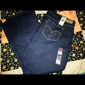 Woman's Levi's Jeans